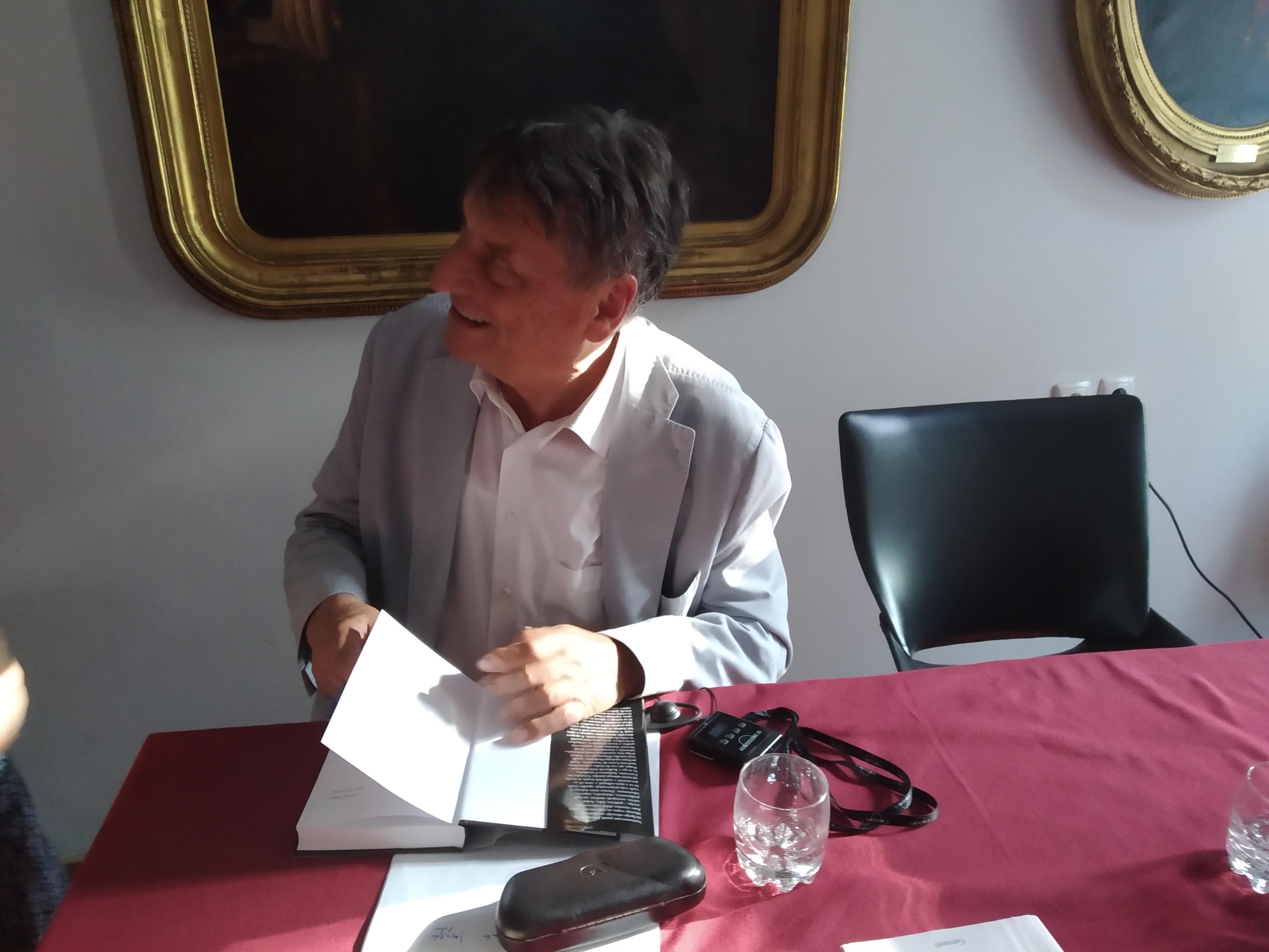 Pogovor s pisateljem Claudiom Magrisom ob slovenskem prevodu njegovega romana Brazgotine